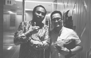 Haridarma Manoppo (kiri) dan Dimas Aska manajer PR Toyota Astra Motor. (Foto : bs)